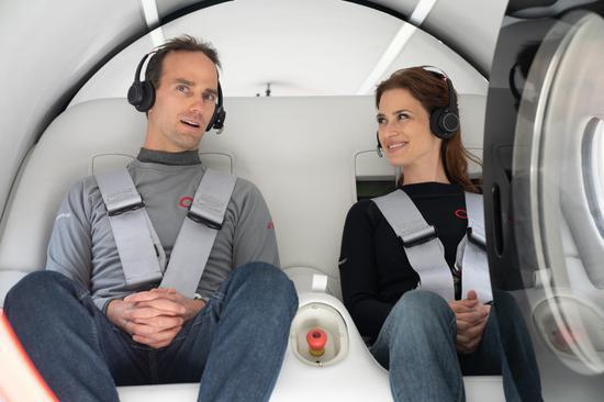 参与此次载人测试的两名乘客是维珍超级高铁公司的首席技术官和乘客体验主管。