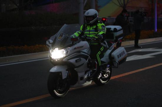 北京800铁骑今天上岗!警用摩托配摄像头主动识别交通违法图片