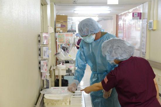 日本现医护人员退职潮:没法冒着生命危险工作