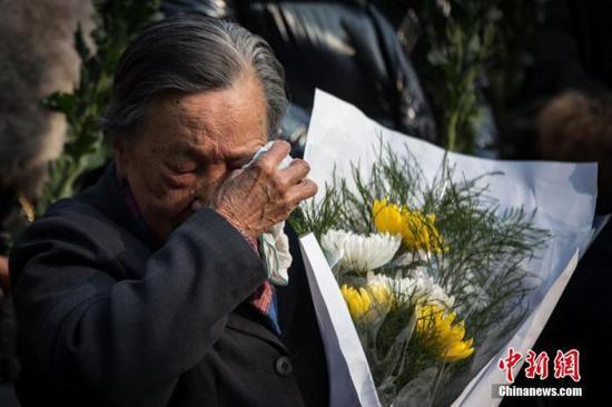 图为幸存者夏淑琴参加南京大屠杀死难者家庭祭告活动。中新社记者 泱波 摄
