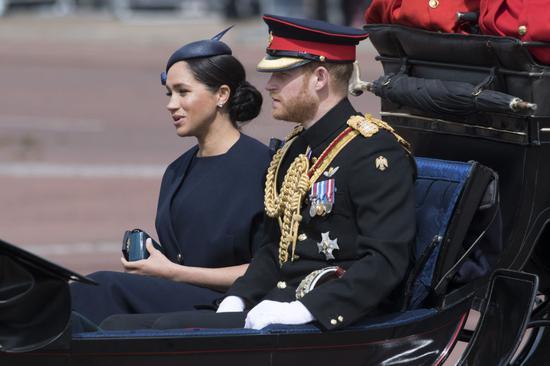 英国哈里王子夫妇退出社交媒体