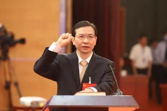 南昌市长黄喜忠调任鹰潭市委书记,曾长期任职广东图片