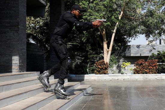 巴基斯坦警方成立轮滑小队 打击街头犯罪
