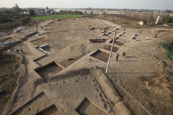 青关山遗址,大概是三星堆的宗庙,它也被誉为继三星堆两个祭奠坑之后的最大考古发明。广西师范大学出书社 图
