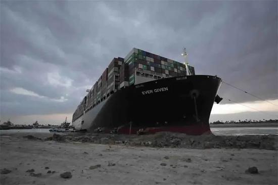 """苏伊士运河搁浅货轮解困,背后""""神力""""是它"""