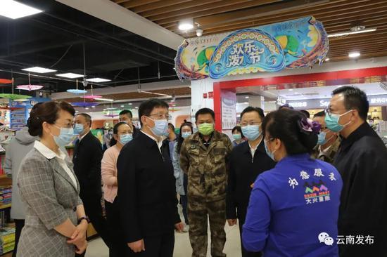 云南省省长王予波:以最快速度、最大力度对瑞丽主城区开展全员核酸检测图片