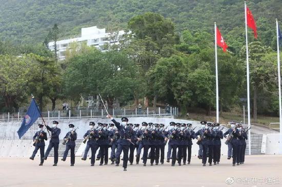 特殊日子,港警首次表演中式步操!首次用广东话发号施令图片