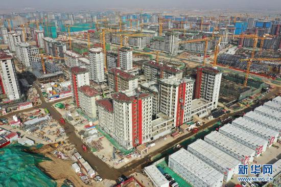 这是3月30日拍摄的河北雄安新区容东片区建立现场(无人机照片)。新华社记者 邢广利 摄