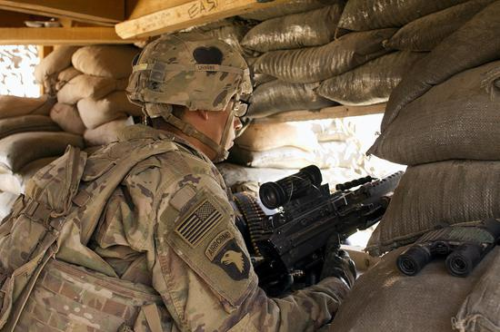 美军驻伊拉克基地遭无人机空袭 2枚火箭弹命中