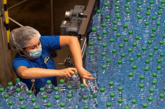 法国一知名矿泉水水源地或因过度取水而干涸