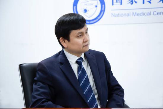 张文宏担当视察者网专访 图源:视察者网