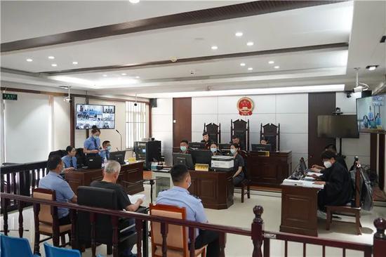 原内蒙古鄂尔多斯市煤炭局局长郭成信一审开庭:受贿超9千万