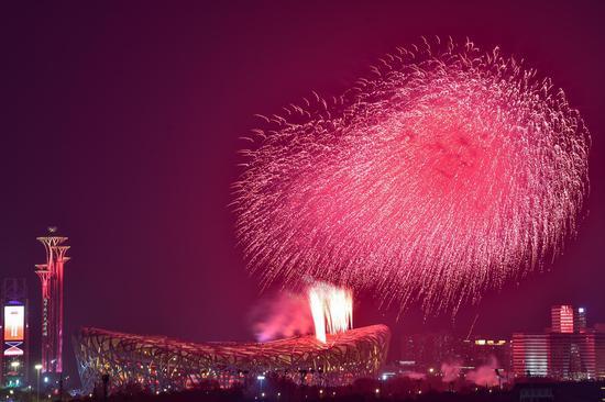 组图:庆祝建党百年文艺演出盛大举行 绚烂焰火盛放