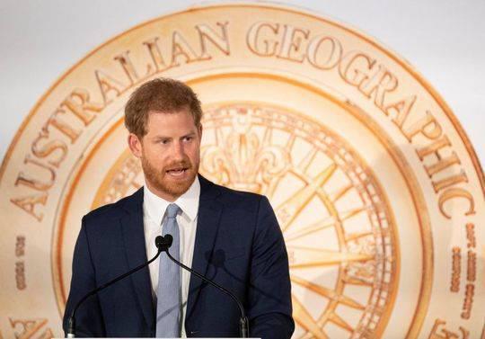 据报道,女王要求哈里王子在国会议员对脱欧替代方案进行辩论之际推动各方妥协。