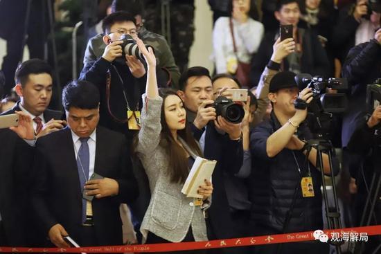 重庆时时彩开奖号码:全国人代会首设代表通道_亮相的45人都说了啥?