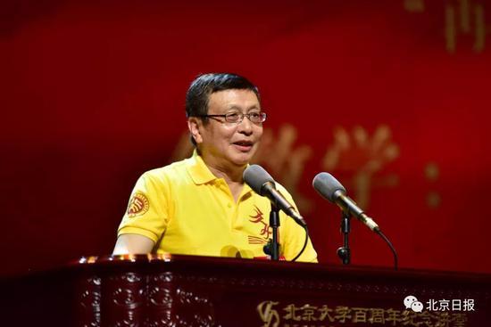 在纪念大会上,著名数学家张益唐作演讲,回忆自己的北大岁月。