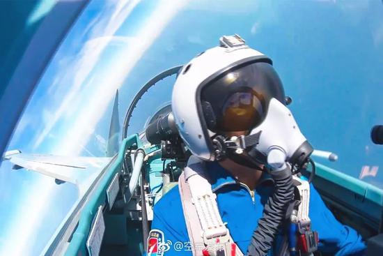 ▲资料图片:3月,中国空军轰-6K等多型战机远洋训练战巡南海。(@空军发布)