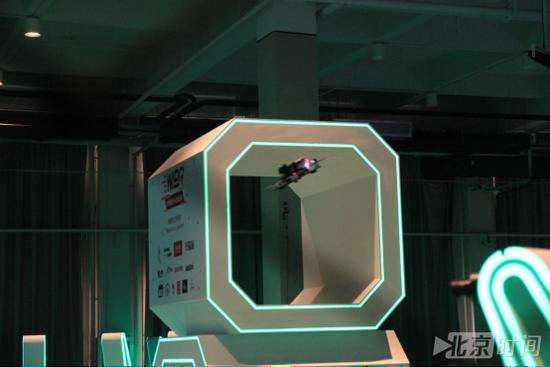 世界智能无人机竞速赛开赛 赛道犹如科幻大片