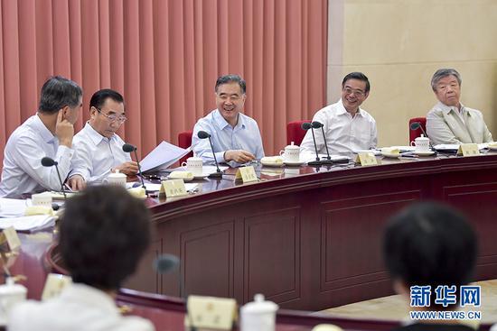 6月8日,十三届全国政协第四次双周协商座谈会在北京召开,中共中央政治局常委、全国政协主席汪洋主持会议并讲话。 新华社记者 殷博古摄