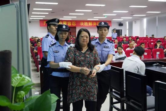 市第一人民法院分会场,其中一名被执行人被法院决定司法拘留
