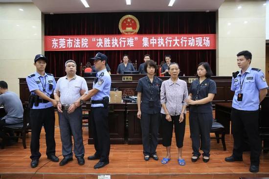 市中院集中执行大行动主会场,两名被执行人被当场宣布司法拘留十五天