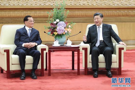 7月13日,中共中央总书记习近平在北京人民大会堂会晤中国国民党前主席连战带领的台湾各界人士参访团。 新华社记者鞠鹏摄
