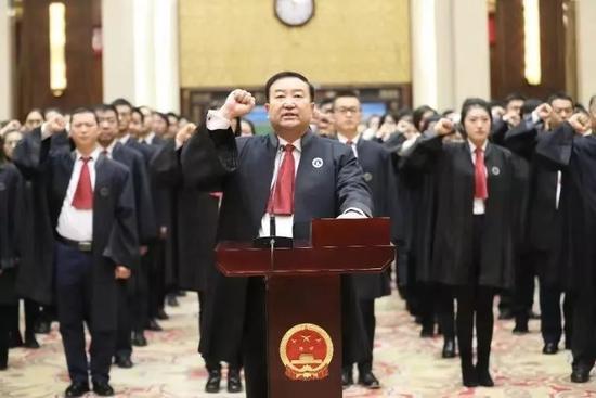 新中国首次:司法部部长担任律师宣誓仪式的监誓人