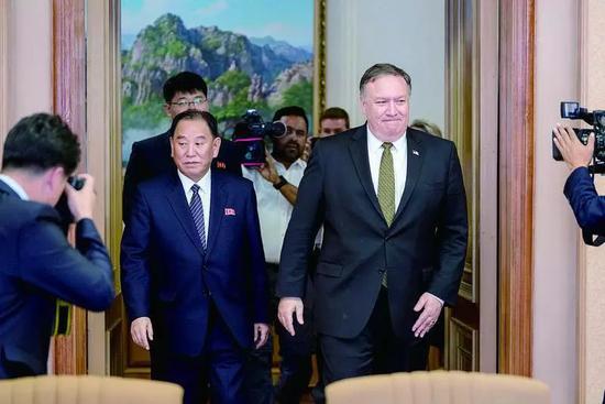 金英哲(左)會見來訪的蓬佩奧。來源:IC   (下同)