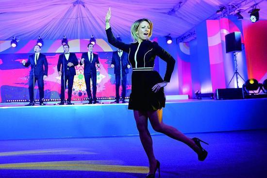 扎哈羅娃在俄羅斯-東盟峯會的卡林卡舞驚豔全場