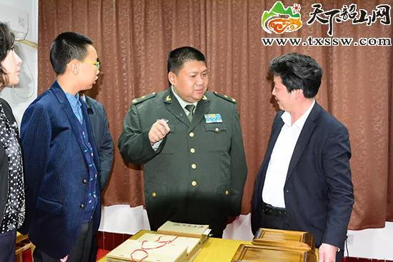 2017年4月3日,毛新宇在韶山毛澤東圖書館參觀指導