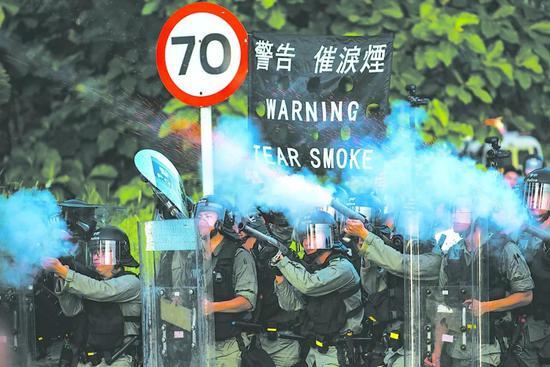 香港的哥:不要以为那帮黑衣人就代表香港市民