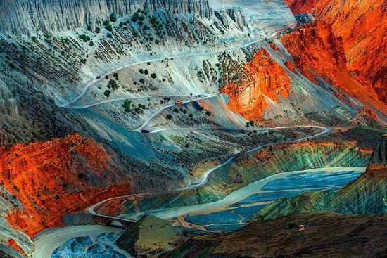 新疆安散海年夜峡谷公路,拍照师@赵去浑/星球研讨所