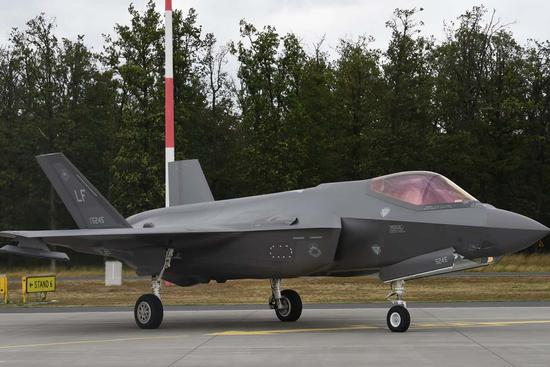 本年7月停靠正在波兰空军基天的好军F-35战役机