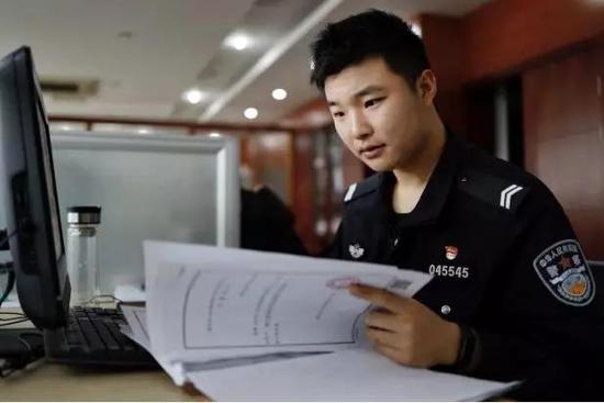 威廉希尔亚洲正规网址,主持人栗坤宣布从北京电视台辞职,将去创业