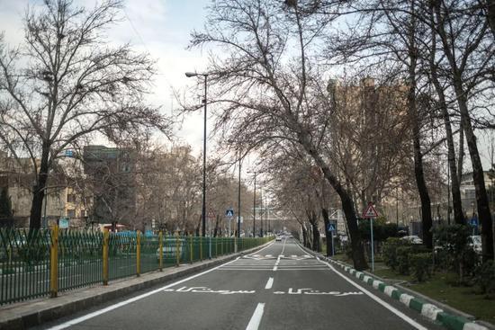 2月26日,空荡的德黑兰街道