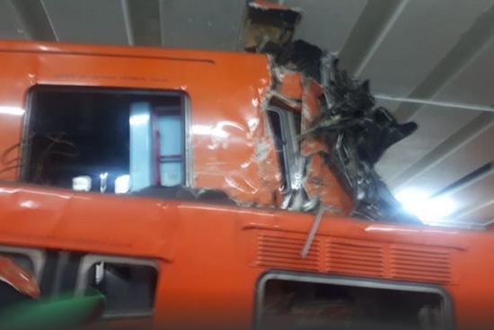 △地铁列车相撞现场