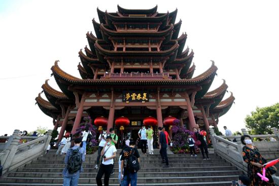 中秋国庆双节假期首日 武汉黄鹤楼景区热度全国第一图片