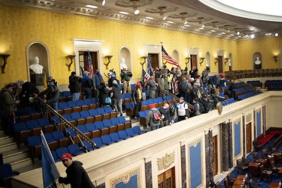 美国国会骚乱140人面临指控 每五人中一人有军事背景