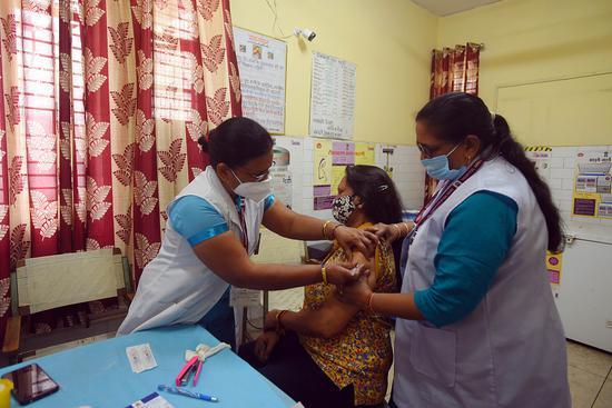 印度抗疫护士感染新冠反遭丈夫勒索:不给钱就离开你