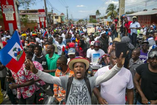 海地总统夫妇家中遇刺身亡,杀手冒充缉毒局特工
