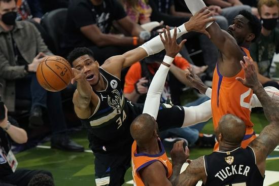 字母哥50分!雄鹿连扳4场 时隔50年拿下NBA总冠军