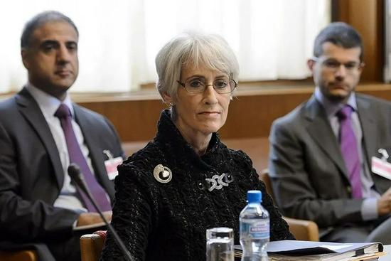 2013年10月15日,在联合国日内瓦办事处,美国分管政治事务的副国务卿温迪·舍曼出席伊朗核问题谈判。