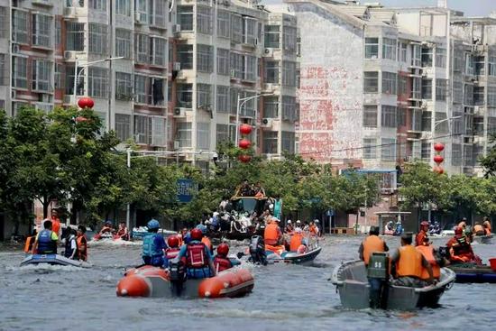 卫辉城区水位仍在上涨!救援力量正全力撤离被困群众图片