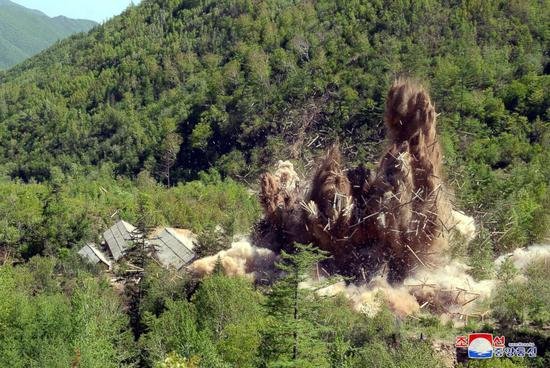 朝鲜中央通讯社公布的核试验场爆破照片 图源:朝鲜中央通讯社