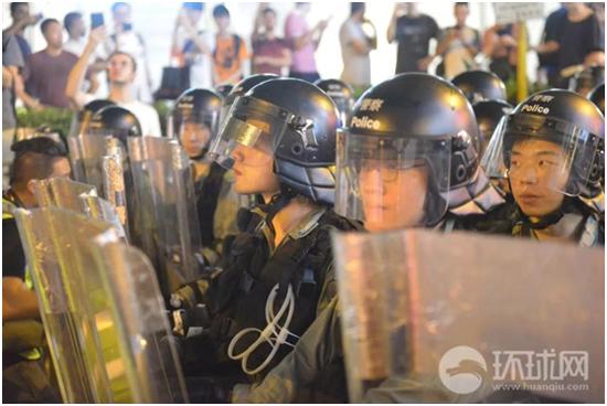 香港激进社工网上煽动欺凌警察子女 教育界痛批|香港