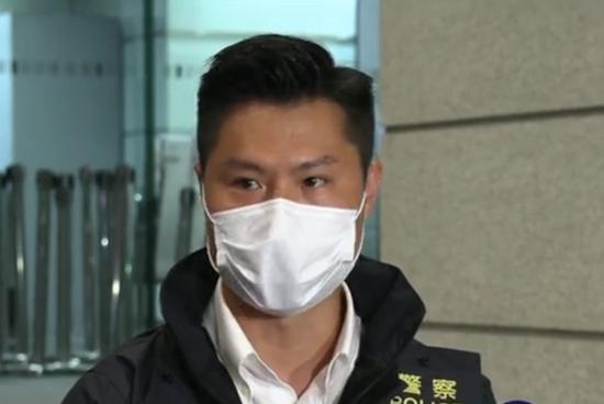 """砸碎3间店铺玻璃 香港25岁""""揽炒派""""区议员助理被捕"""