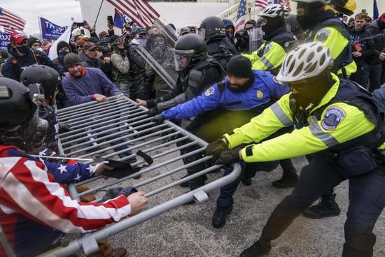 美媒:联邦检察官称不排除就国会暴乱起诉特朗普