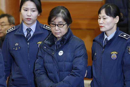 朴槿惠闺蜜崔顺实称在看守所被性骚扰