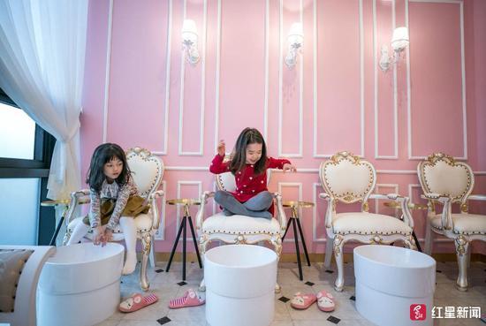PriPara Kids Cafe是韓國一家針對小孩的美妝沙龍 圖據華盛頓郵報