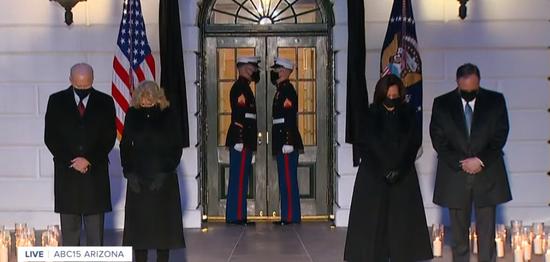 美新冠死亡超50万,拜登、哈里斯携配偶在白宫默哀